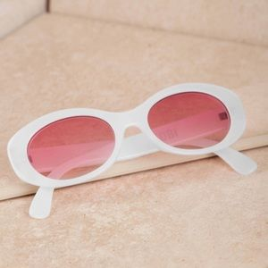 White Oval 90s Style Clout Sunglasses 💅🏻✨ (NWT)